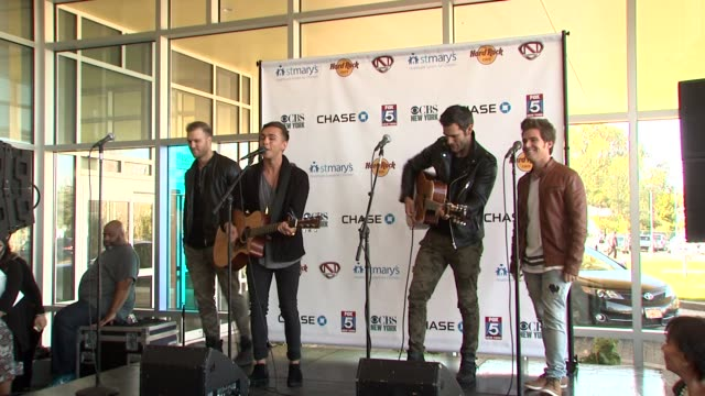 performance anthem lights at nick cannon rocks lights empire state building for st mary's kids at the empire state building on october 15 2015 in new... - moderne rockmusik stock-videos und b-roll-filmmaterial