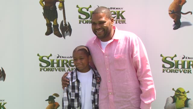 anthony anderson and guest at the 'shrek forever after' premiere at universal city ca - universal city video stock e b–roll