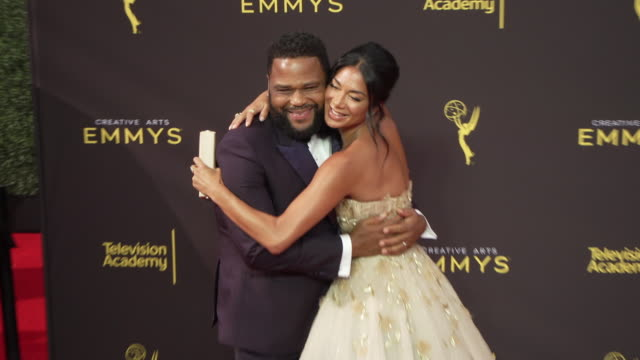 vídeos de stock e filmes b-roll de anthony anderson and nicole scherzinger at the 2019 creative arts emmy awards - day 1 at microsoft theater on september 14, 2019 in los angeles,... - microsoft theater los angeles