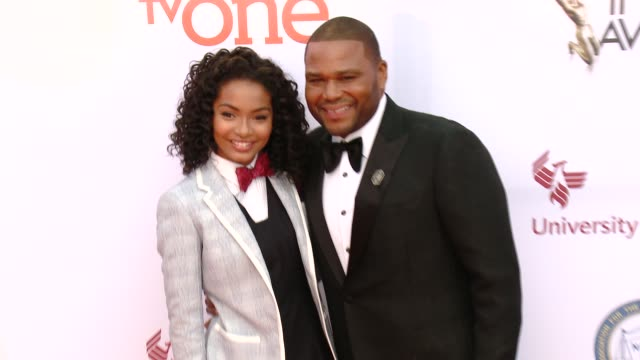 stockvideo's en b-roll-footage met anthony anderson and yara shahidi at the 46th annual naacp image awards arrivals at pasadena civic auditorium on february 06 2015 in pasadena... - pasadena civic auditorium