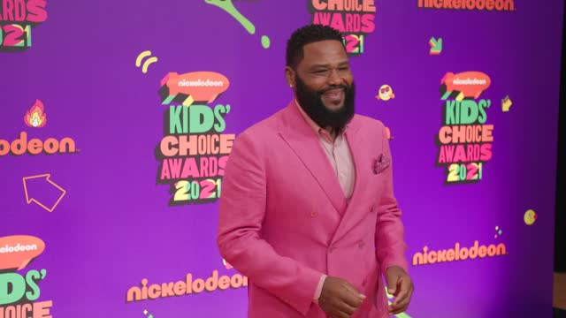 vídeos de stock e filmes b-roll de anthony anderson at nickelodeon's kids' choice awards 2021 - arrivals on march 13, 2021. - nickelodeon