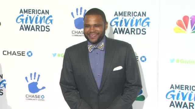 anthony anderson at the 2nd annual american giving awards presented by chase on in pasadena ca - hinterher bewegen stock-videos und b-roll-filmmaterial
