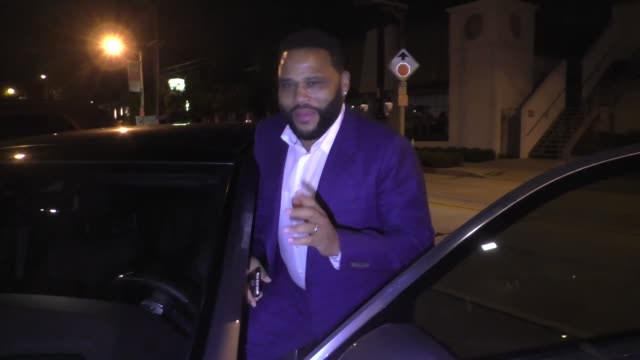 interview anthony anderson talks about roseanne barr's #metoo comments outside craig's restaurant in west hollywood in celebrity sightings in los... - roseanne barr stock videos & royalty-free footage