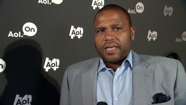 """anthony anderson talks about tasting home-cooked meals across the us on his show """"anthony eats america"""" at aol newfront at moynihan station on april... - anthony anderson stock videos & royalty-free footage"""