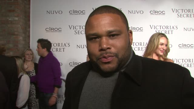 anthony anderson talks about what brought him out tonight, what he is doing for valentine's day, his role on law and order and what is sexy to him.... - anthony anderson stock videos & royalty-free footage