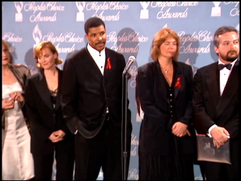 anthony edwards at the 1996 people's choice awards at universal studios in universal city, california on march 10, 1996. - people's choice awards stock-videos und b-roll-filmmaterial