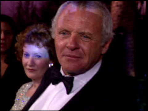 vídeos de stock e filmes b-roll de anthony hopkins at the 1996 academy awards vanity fair party at morton's in west hollywood california on march 25 1996 - 68.ª edição da cerimónia dos óscares