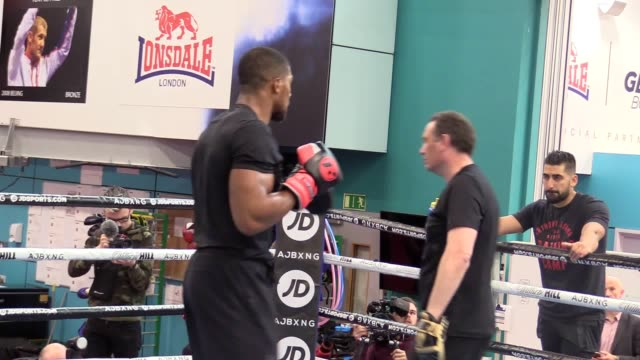 anthony joshua media workout at the english institute of sport on the day it was announced he would take on andy ruiz jr on june 1 at madison square... - anthony joshua boxer stock videos & royalty-free footage