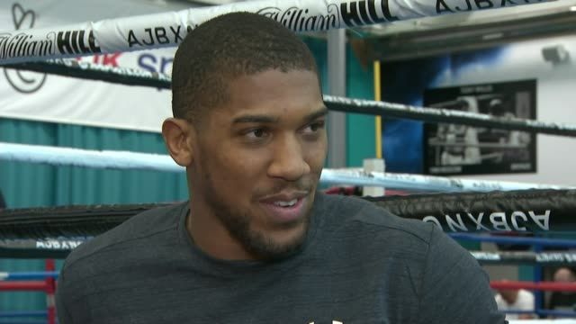 anthony joshua prepares for his first us fight england int anthony joshua interview sot - anthony joshua boxer stock videos & royalty-free footage