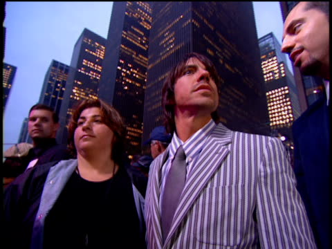 anthony kiedis and sheryl crow arriving at the arriving to the 2002 mtv video music awards red carpet - 2002 stock videos & royalty-free footage