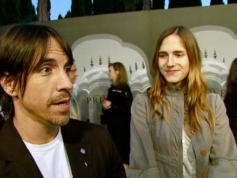 vidéos et rushes de anthony kiedis red hot chili peppers rozonda 'chilli' thomas at the giorgio armani celebrates 'the oscars' with exclusive prive show at beverly hills... - exclusivité