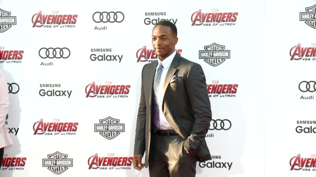 "vídeos de stock e filmes b-roll de anthony mackie at the world premiere of marvel's ""avengers: age of ultron"" at dolby theatre on april 13, 2015 in hollywood, california. - the dolby theatre"