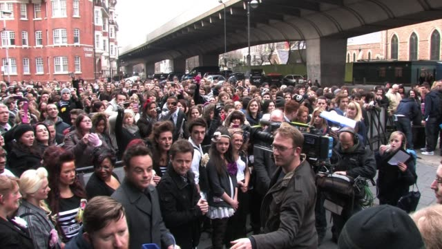 vídeos y material grabado en eventos de stock de anthony mcpartlin and declan donnelly at the first day of auditions for britain's got talent 2011 in london sighting anthony mcpartlin and declan... - declan donnelly