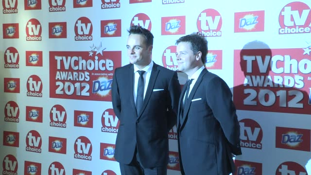stockvideo's en b-roll-footage met anthony mcpartlin declan donnelly at the tv choice awards 2012 anthony mcpartlin declan donnelly at the dorchester hotel on september 11 2012 in... - ant mcpartlin