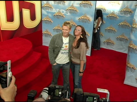 vídeos de stock, filmes e b-roll de anthony michael hall and guest at the 2005 mtv movie awards arrivals at the shrine auditorium in los angeles california on june 4 2005 - anthony michael hall