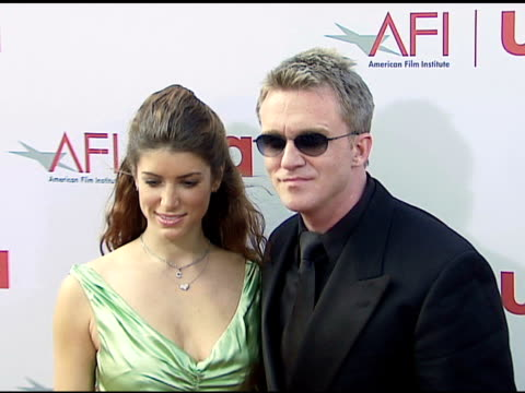 vídeos de stock, filmes e b-roll de anthony michael hall and guest at the 34th afi life achievement award a tribute to sean connery at the kodak theatre in hollywood california on june... - anthony michael hall