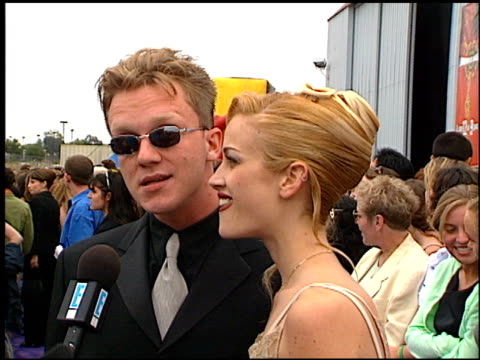 vídeos de stock, filmes e b-roll de anthony michael hall at the 1997 mtv movie awards at barker hanger in santa monica california on june 7 1997 - anthony michael hall