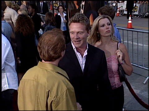 vídeos de stock, filmes e b-roll de anthony michael hall at the 'swat' premiere on july 30 2003 - anthony michael hall