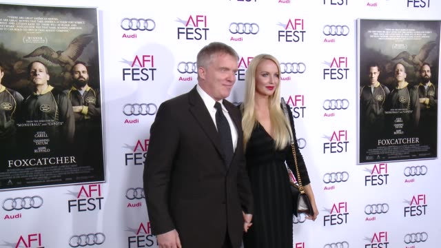 vídeos de stock, filmes e b-roll de anthony michael hall lucia oskerova at afi fest 2014 presented by audi closing night gala premiere of foxcatcher at dolby theatre on november 13 2014... - anthony michael hall