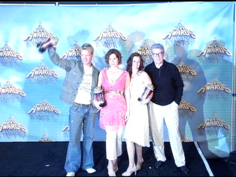 anthony michael hall molly ringwald ally sheedy and paul gleason at the 2005 mtv movie awards press room at the shrine auditorium in los angeles... - molly ringwald stock videos & royalty-free footage