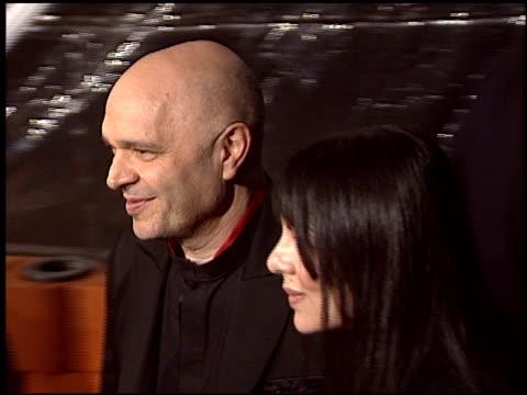 vidéos et rushes de anthony minghella at the 'cold mountain' premiere on december 7, 2003. - anthony minghella