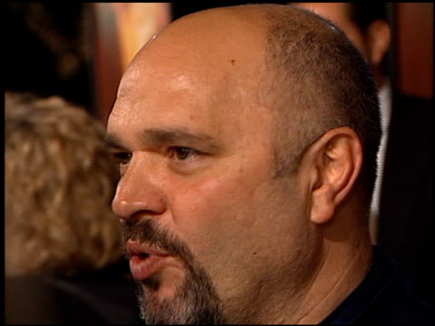 vidéos et rushes de anthony minghella at the premiere of 'the talented mr ripley' at the mann village theatre in westwood, california on december 12, 1999. - anthony minghella
