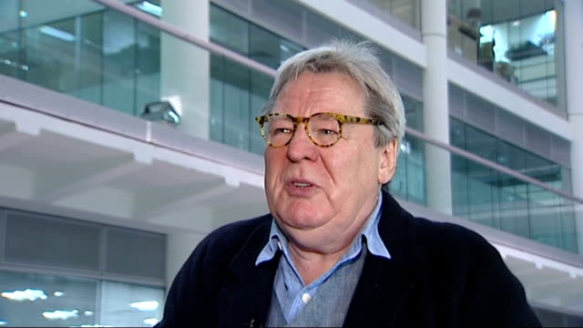 vidéos et rushes de anthony minghella dies; england: london: gir: int alan parker interview sot - he was kind, gentle, generous man / rare in film industry - anthony minghella