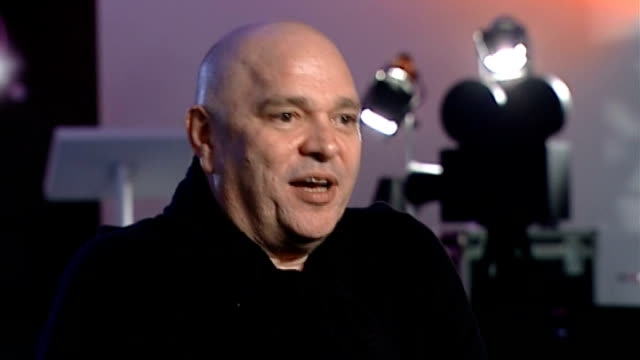 vidéos et rushes de anthony minghella dies; r22020703 england: london: int anthony minghella interview on making bfi archive footage free to public sot - anthony minghella