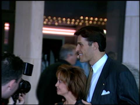 vidéos et rushes de anthony robbins at the 'donnie brasco' premiere on february 24, 1997. - première