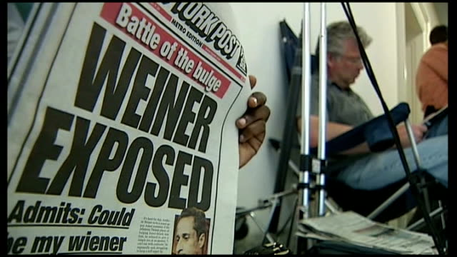 anthony weiner continues in ny mayor race despite new sexting scandal usa new york ext close shot newspaper headlines 'wiener exposed' as person sat... - セクスティング点の映像素材/bロール