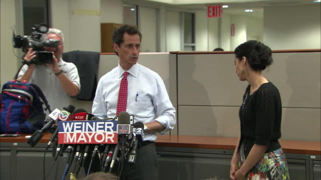 vídeos y material grabado en eventos de stock de anthony weiner says that recent revelations do not really change things after more lewd behavior surfaces during his 2013 campaign for mayor of new... - huma abedin