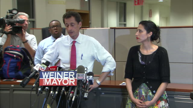 vídeos y material grabado en eventos de stock de anthony weiner says the timeline of his marital troubles is more important than that of his resignation, at a presser held after more lewd behavior... - huma abedin