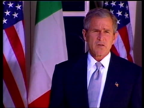anthrax attacks pool ext president george w bush standing with italian prime minister silvio berlusconi president george w bush speaking to press sot... - präsident stock-videos und b-roll-filmmaterial