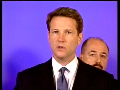 precautions pool david westin press conference sot we don't know if it was contracted thru exposure at abc news but are working on that assumption at... - war in afghanistan: 2001 present stock-videos und b-roll-filmmaterial