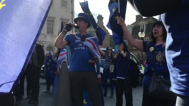 "anti brexit campaigner steve bray sings ""we're not going to brexit anymore"" outside the houses of parliament on february 27, 2019 in london, england. - rebellion stock videos & royalty-free footage"