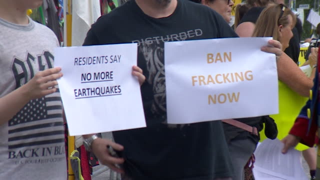 stockvideo's en b-roll-footage met anti fracking protest at fracking site in lancashire after homes were shaken by earthquake - schalie