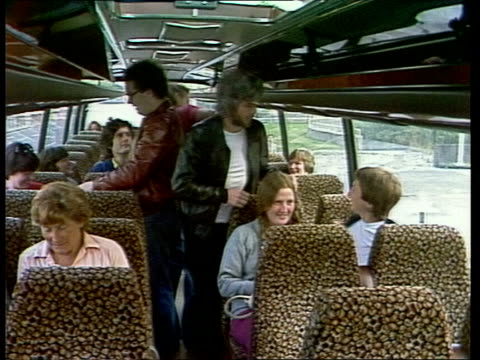 london walworth road ts trippers along ms into racs coach ms find places on coach zoom to anti royal label buttons for sale onto coach rl ms richard... - mep stock-videos und b-roll-filmmaterial