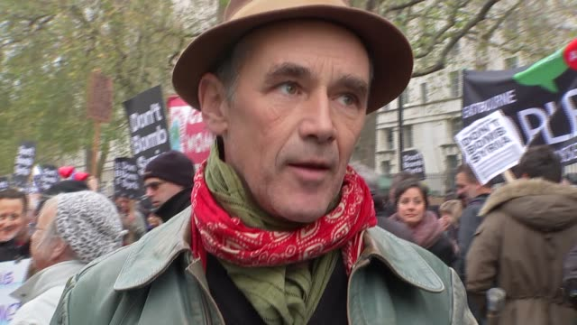 anti war speeches at whitehall mark rylance interview sot re oppoistion to bombing syria general views protestors and placards / mark rylance with... - mark rylance stock-videos und b-roll-filmmaterial