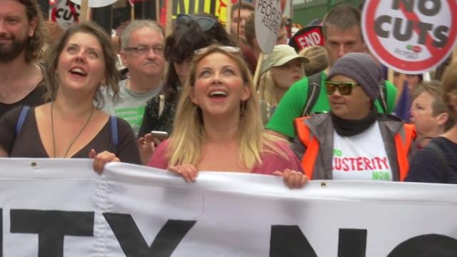 vídeos y material grabado en eventos de stock de anti-austerity march in london; england: london: ext anti-austerity march demonstrators holding 'end austerity now: the peoples assembly' diane... - charlotte church