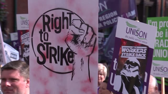 anti-austerity march in manchester; england: manchester: ext gvs mass anti-austerity marchers along with placards and banners model pig held aloft... - papier stock videos & royalty-free footage