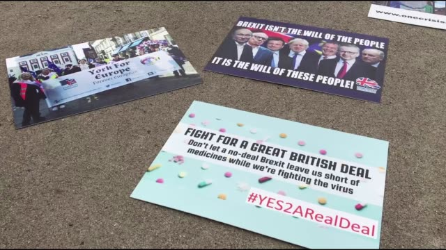 stockvideo's en b-roll-footage met anti-brexit demonstrators on thursday, october 15, gathered in the capital of belgium, brussels, to protests the decision of the united kingdom to... - brexit