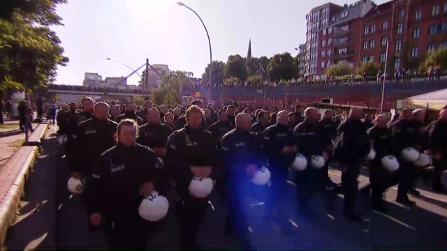 anticapitalist demonstrators clash with police on the streets of hamburg germany g20 protests hamburg against capitalism - demonstrant stock-videos und b-roll-filmmaterial