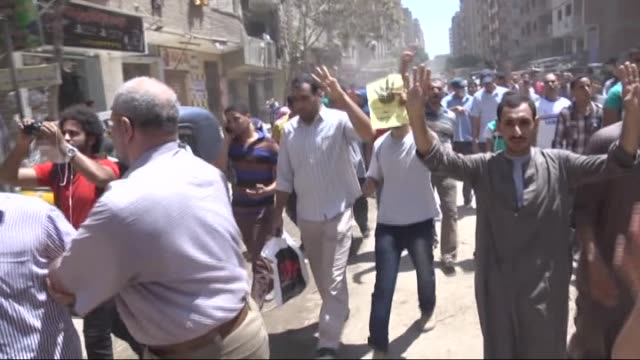 stockvideo's en b-roll-footage met anticoup demonstrators shout slogans and flash rabaa sign as they march at al haram street during a demonstration on world rabaa day marking the 1st... - staatsgreep