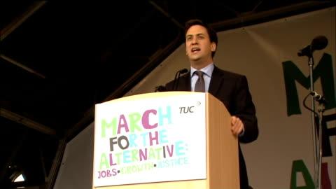 anti-cuts 'march for the alternative': labour leader ed miliband speech; ed miliband speech sot miliband waving and away - 労働組合会議点の映像素材/bロール