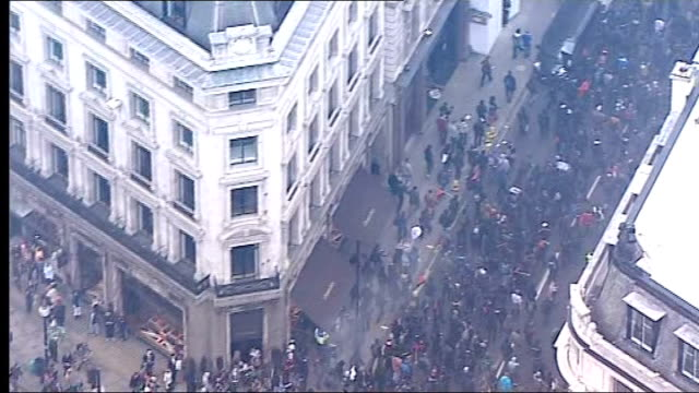 tuc anticuts 'march for the alternative' protester breakaway group setting off flares confrontations with police england london protesters setting... - on air englisches schild stock-videos und b-roll-filmmaterial