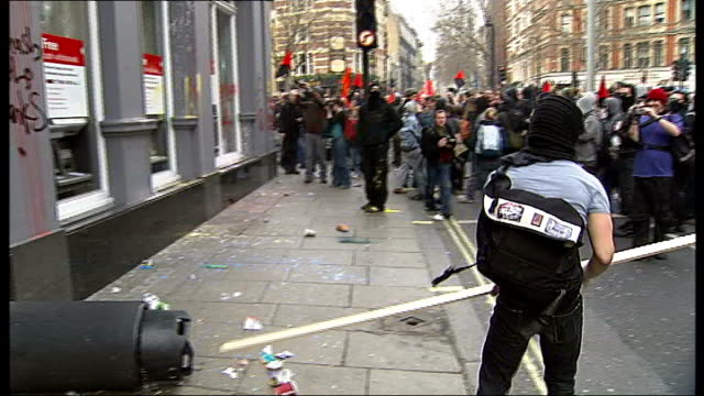 anti-cuts 'march for the alternative': protesters break windows of hsbc bank; england: london: ext protesters with green wheelie bin / protesters... - 労働組合会議点の映像素材/bロール