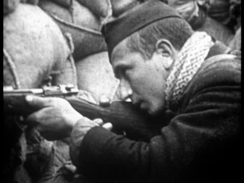 vidéos et rushes de anti-fascist fighters at the front lines firing rifles from behind sandbags in defense of madrid - espagne