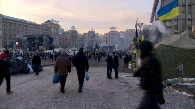 antigovernment demonstrators and riot police in kiev's independence square in protest against the prorussian government - ukraine stock-videos und b-roll-filmmaterial