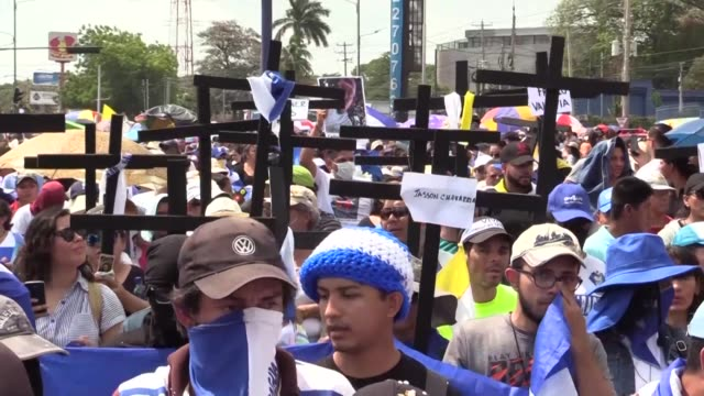 stockvideo's en b-roll-footage met antigovernment demonstrators join the good friday procession in managua to protest against nicaraguan president daniel ortega's government - managua