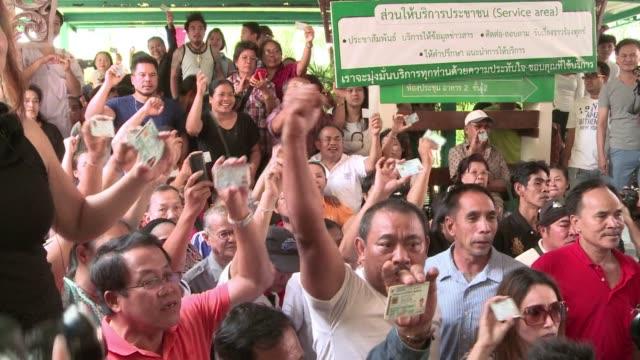 antigovernment protesters block voting in dozens of constituencies in thai elections clean protesters disrupt voting in thai election on february 02... - collegio elettorale video stock e b–roll